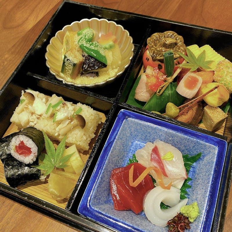 【松華堂弁当】縁高、デザートなど全4品
