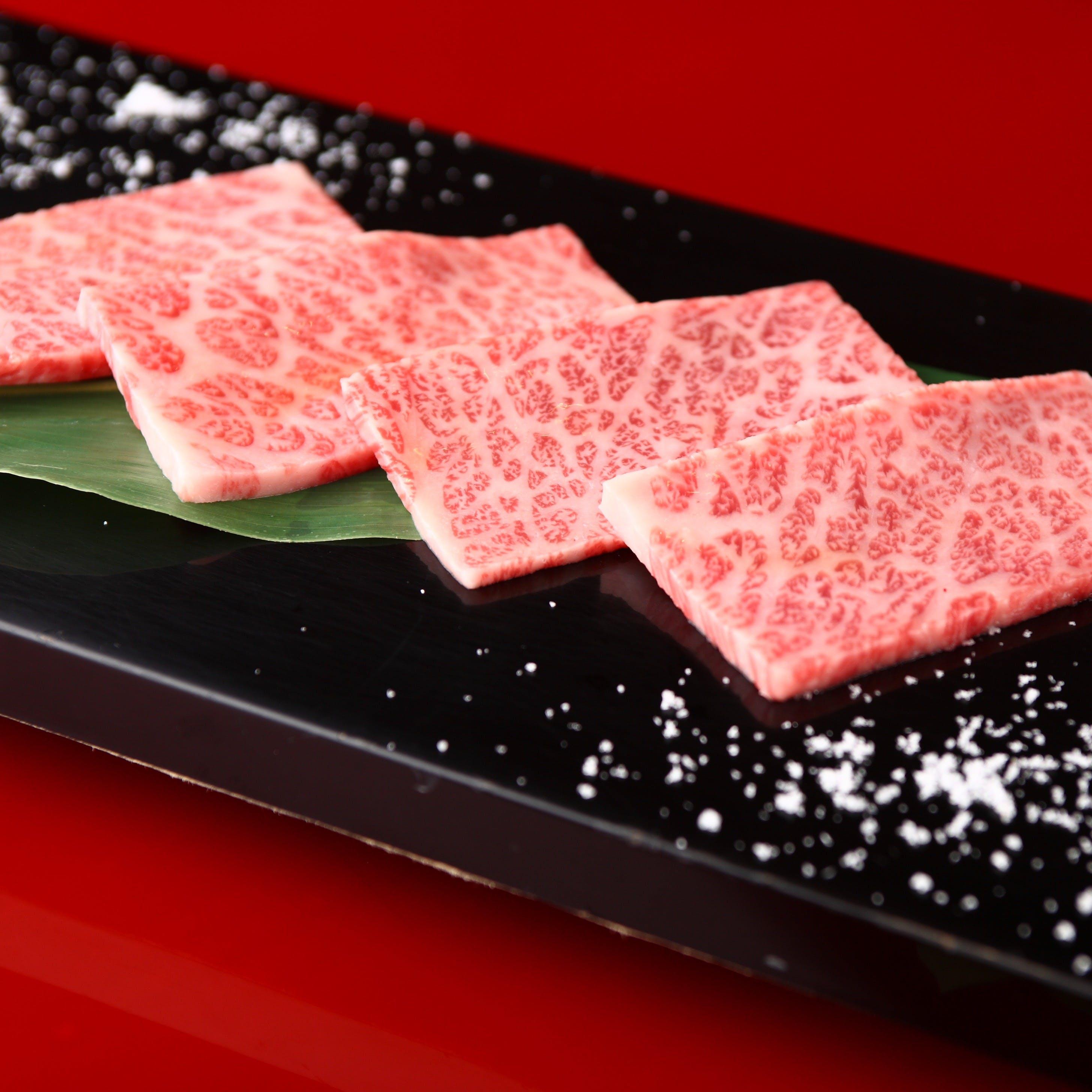 しっかりとした肉の旨味と脂身の豊かな甘みが魅力