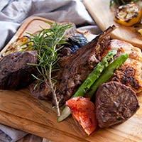 丁寧に焼き上げた肉屋のステーキをお楽しみください