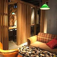 1階はライブ感のある空間・2階は落ち着いた隠れ家的な空間となっております
