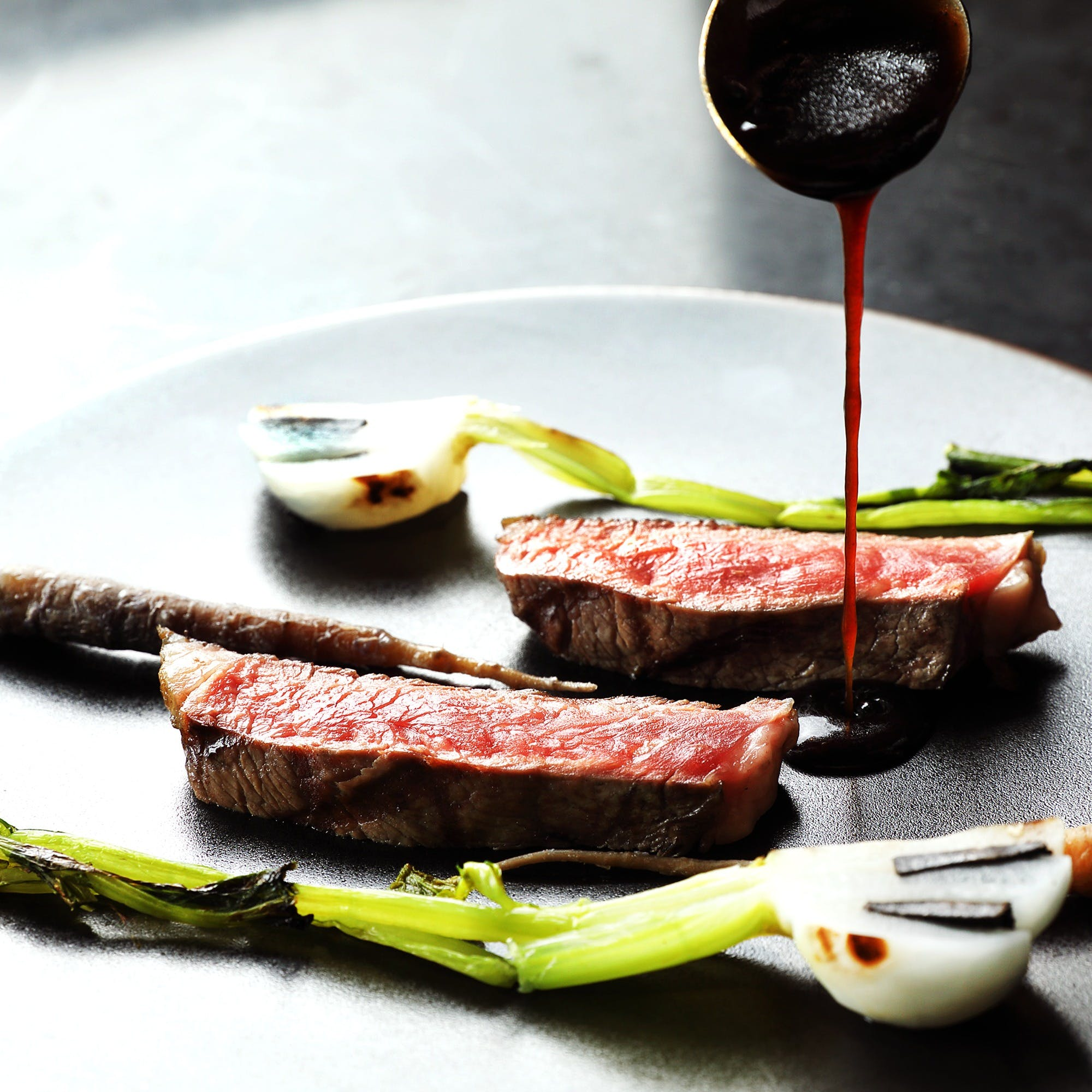 熟成肉の本場フランスで経験を重ねたシェフが生み出す新しい肉料理を