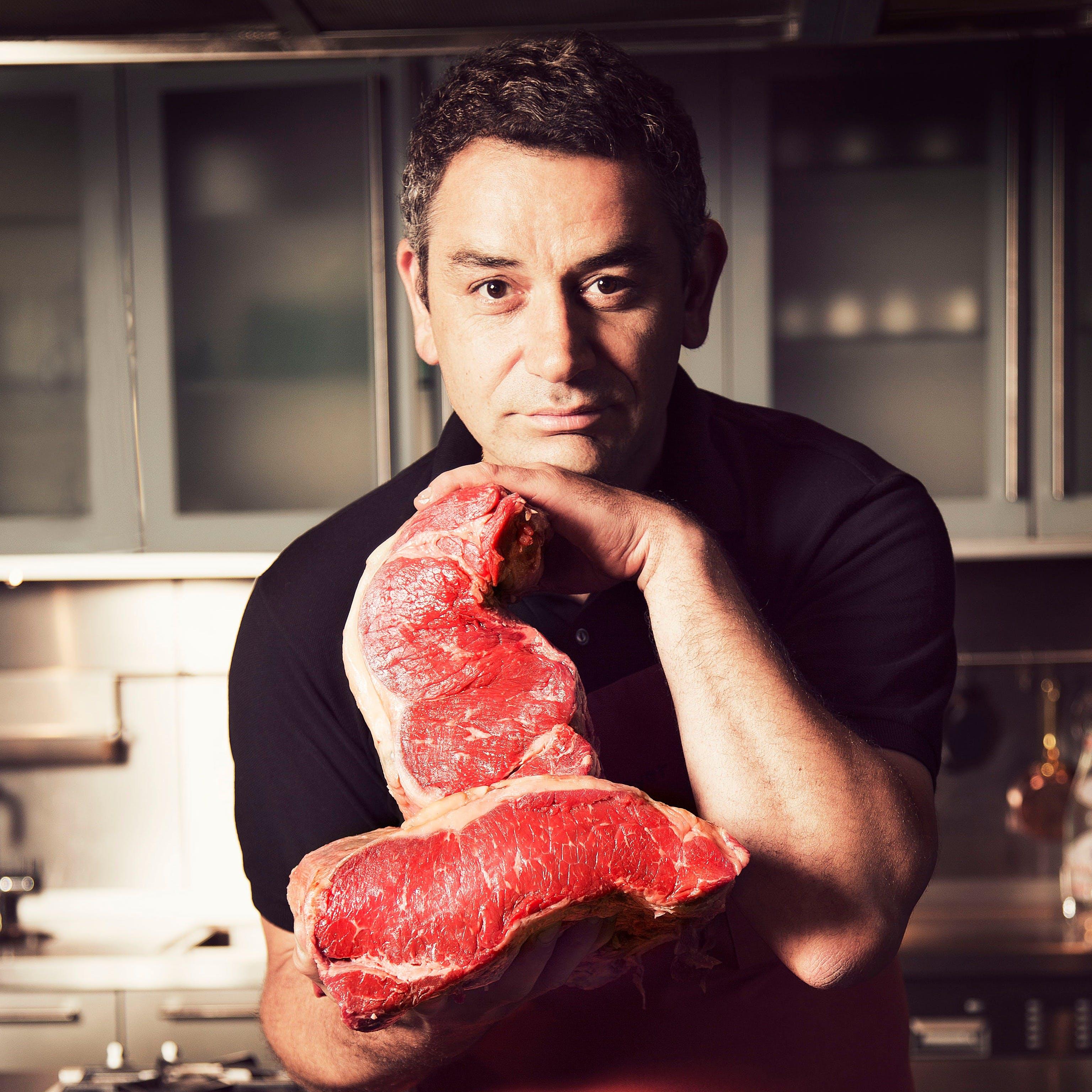「世界一の肉の目利き」と評される肉職人、ユーゴ・デノワイエ
