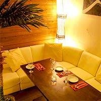 南国リゾート風個室によるおしゃれな空間と、楽しい時間