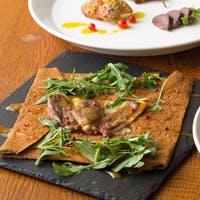 風味豊かな日本の蕎麦粉や河内鴨、元気な野菜を使って独自のガレットや鴨料理をご提供