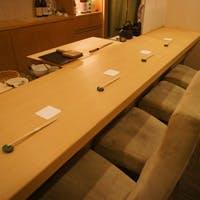 大切なお客様のおもてなしに落ち着いた空間、カウンターと半個室を完備した江戸前寿司店