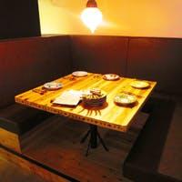 バールフロアとレストランフロア、様々に愉しめるお席をご用意
