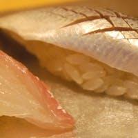 長崎直送の魚を真面目に握ります。四季折々の和の味覚とご一緒にお楽しみください