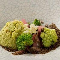 全国各地から仕入れる野菜を使用した季節感あふれるお料理