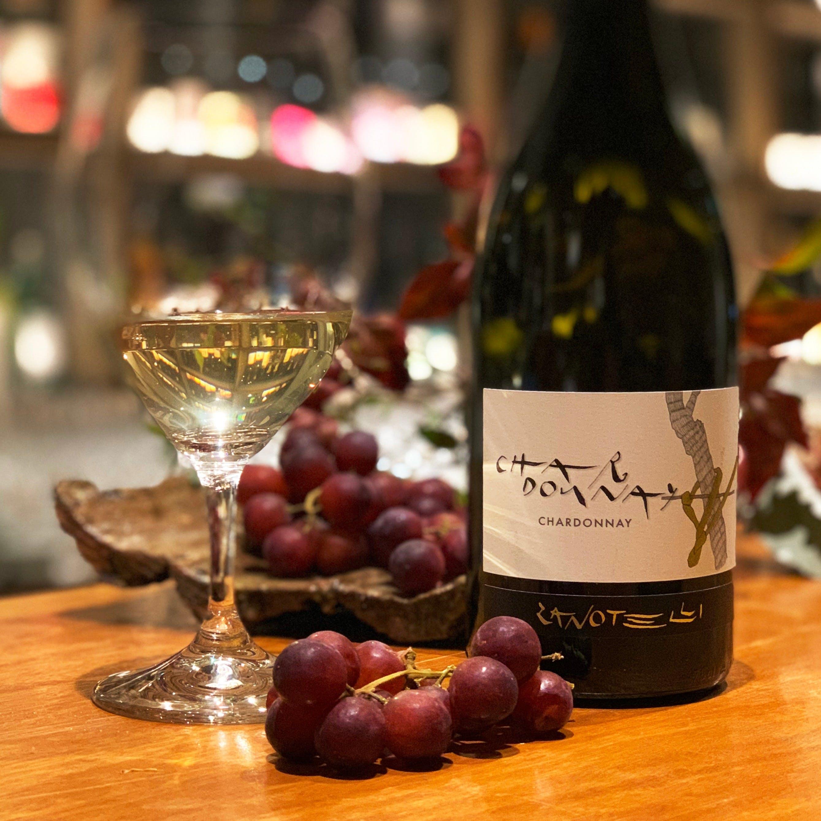 希少なワインや日本酒など幅広い品揃え。料理に合せてご提案