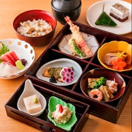 季節の和食を会食や御膳でお愉しみください。