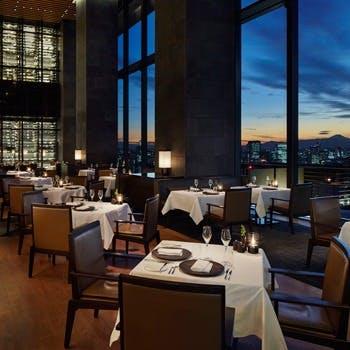33階の窓の外に広がる景色とともに、大地からの素材の味をお楽しみください