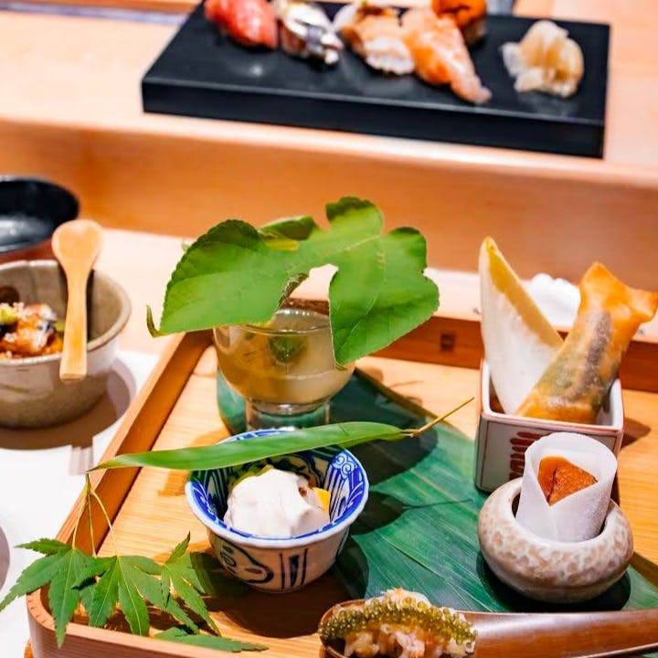 日本全国から取り寄せた、四季折々の旬の食材に一手間