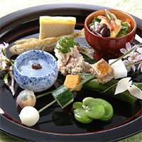 季節の移りゆきを愉しむ色彩豊かなお料理