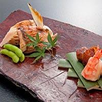 厳選素材の味が際立つお料理をお愉しみください