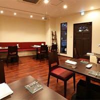 ゆったりとお食事を愉しめる開放的な空間
