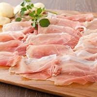 イタリアの郷土料理をベースにキビまる豚を様々な料理に仕立てます