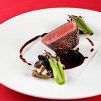 素材に合わせた調理法で愉しむ自慢の肉料理
