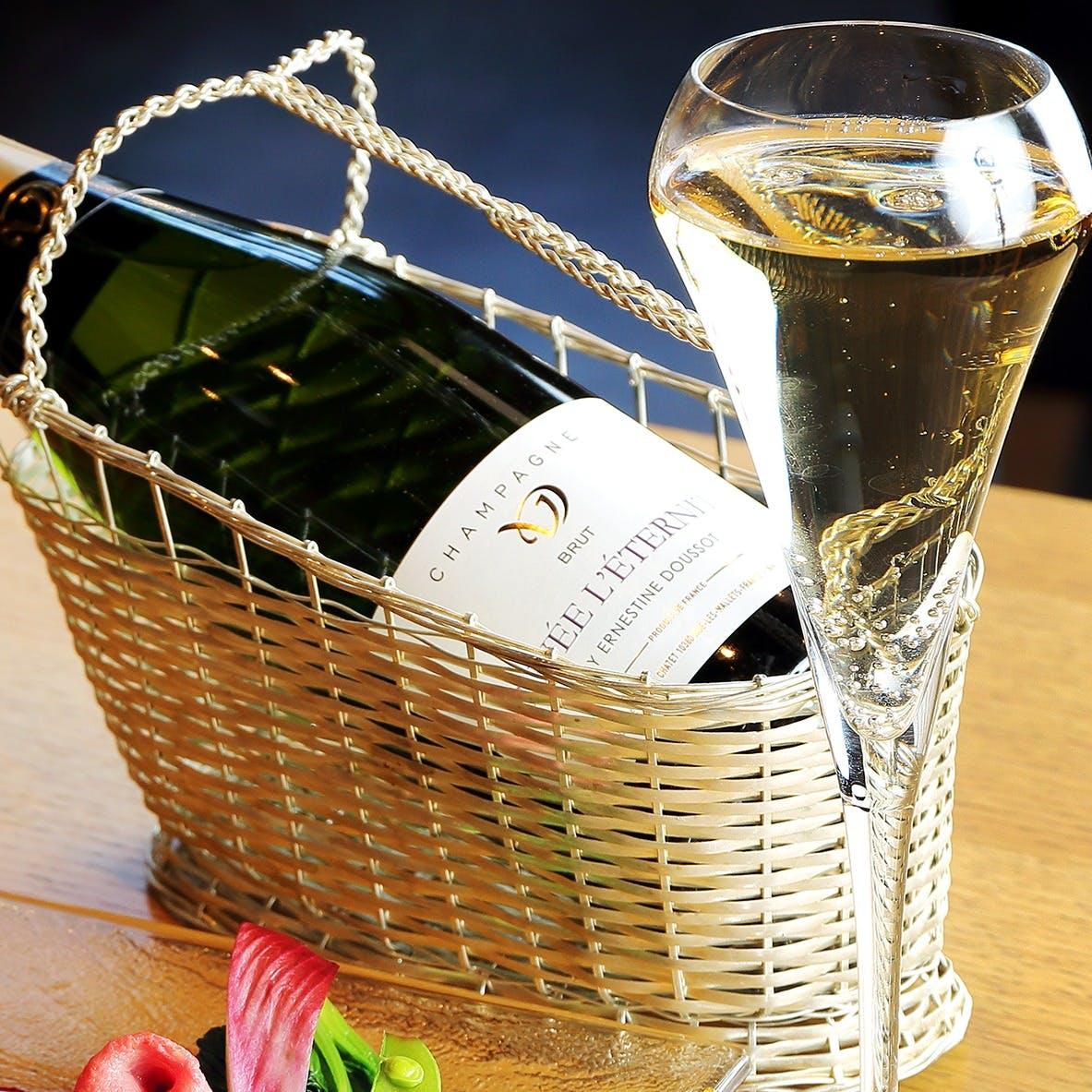 専属ソムリエがお客様の好みに合わせたワインをお選びいたします