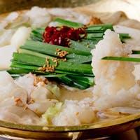 泳ぎ烏賊姿造り、博多もつ鍋、水炊きなど、九州各地のお料理
