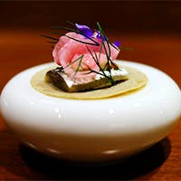 フレンチをベースに各国の魅力をミックスしたシェフオリジナルのお料理