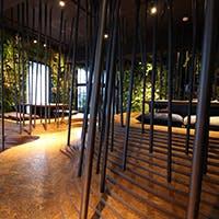 自然を感じる店内は、1階は小川を、2階は森をイメージしております