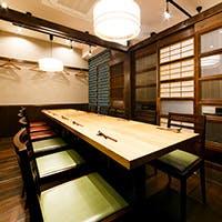 3名様から最大18名様まで対応可能な個室は接待や宴会に最適