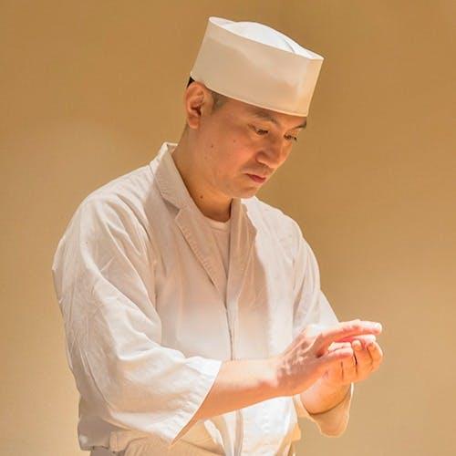 岩澤資之氏(イワサワモトユキ)が織りなす美しい仕上がりの握りに舌鼓