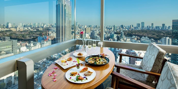 新宿 高層 ビル レストラン
