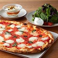 イタリアから空輸される最高のフレッシュ・モッツァレラチーズとカクテルを気軽に