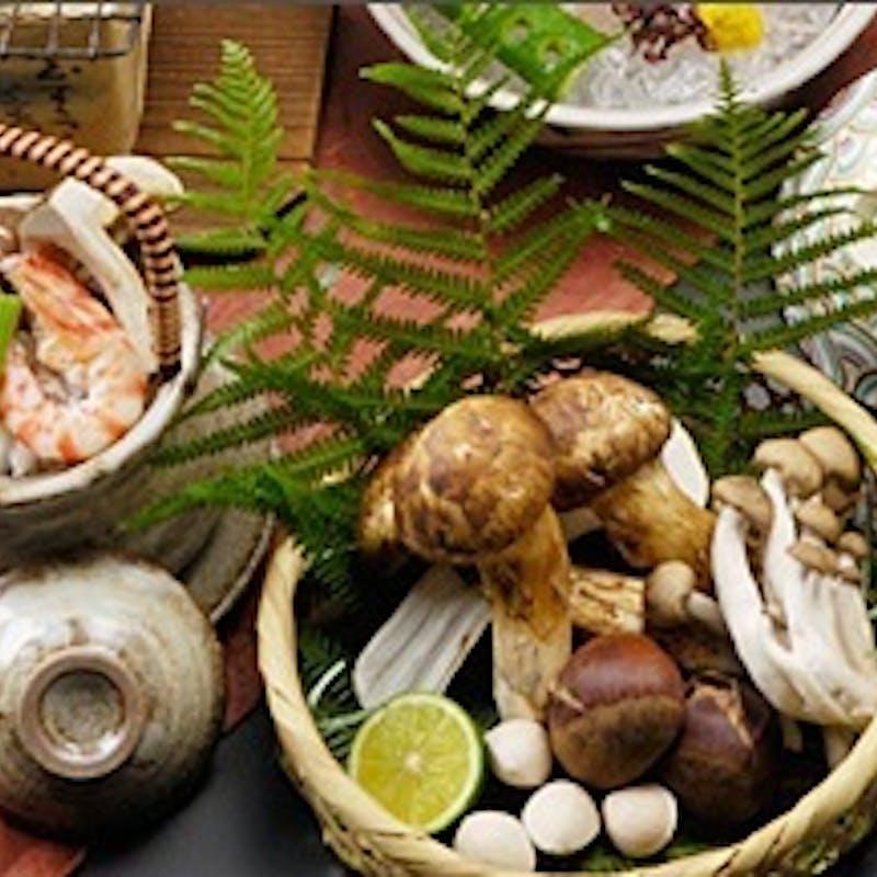 【 松茸会席 】松茸土瓶蒸し、松茸炭火焼き、子持ち鮎石焼など全9品
