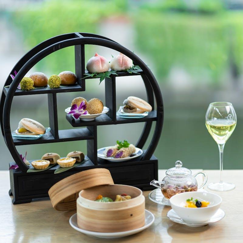 【香港アフタヌーンティー】乾杯水出し茶付+15種類から選べる中国茶付!デザート満載の茶棚&点心も!