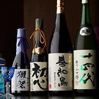 お客様のお好みやご予算に合わせて選ぶ、寿司に合う厳選の銘酒の数々