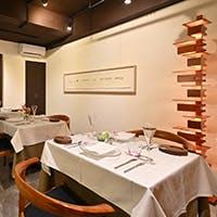 立川駅南口徒歩3分。繁華街にある、ゆったりと過ごせるレストラン。団体向けの個室も