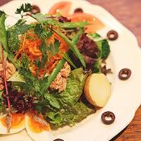 シェフ自慢のフレンチや産地直送の野菜を使った料理