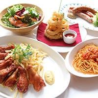 おいしい食事と開放的な空間 ゆったりとしたテーブル席で大人のビアガーデンを愉しむ