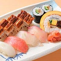 寿司はもちろん、懐石コースでも四季折々の食材たちをご堪能ください