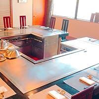 神戸ならではの食材をライブ感ある鉄板焼で