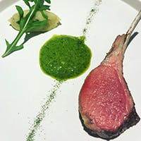 化学調味料や添加物などは一切不使用、四季折々の旬の食材を取り入れた彩り豊かな料理