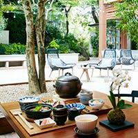 都会の森に佇むレストラン「茶寮リビエラの庭」