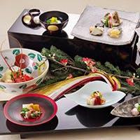 老舗の伝統を守りつつ、シンプルに調和と優美、季節感を味わう懐石料理