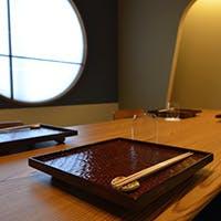 数奇屋風の趣ある個室は赤坂での接待にも重宝