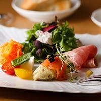 季節の移ろいを色鮮やかに表現した料理