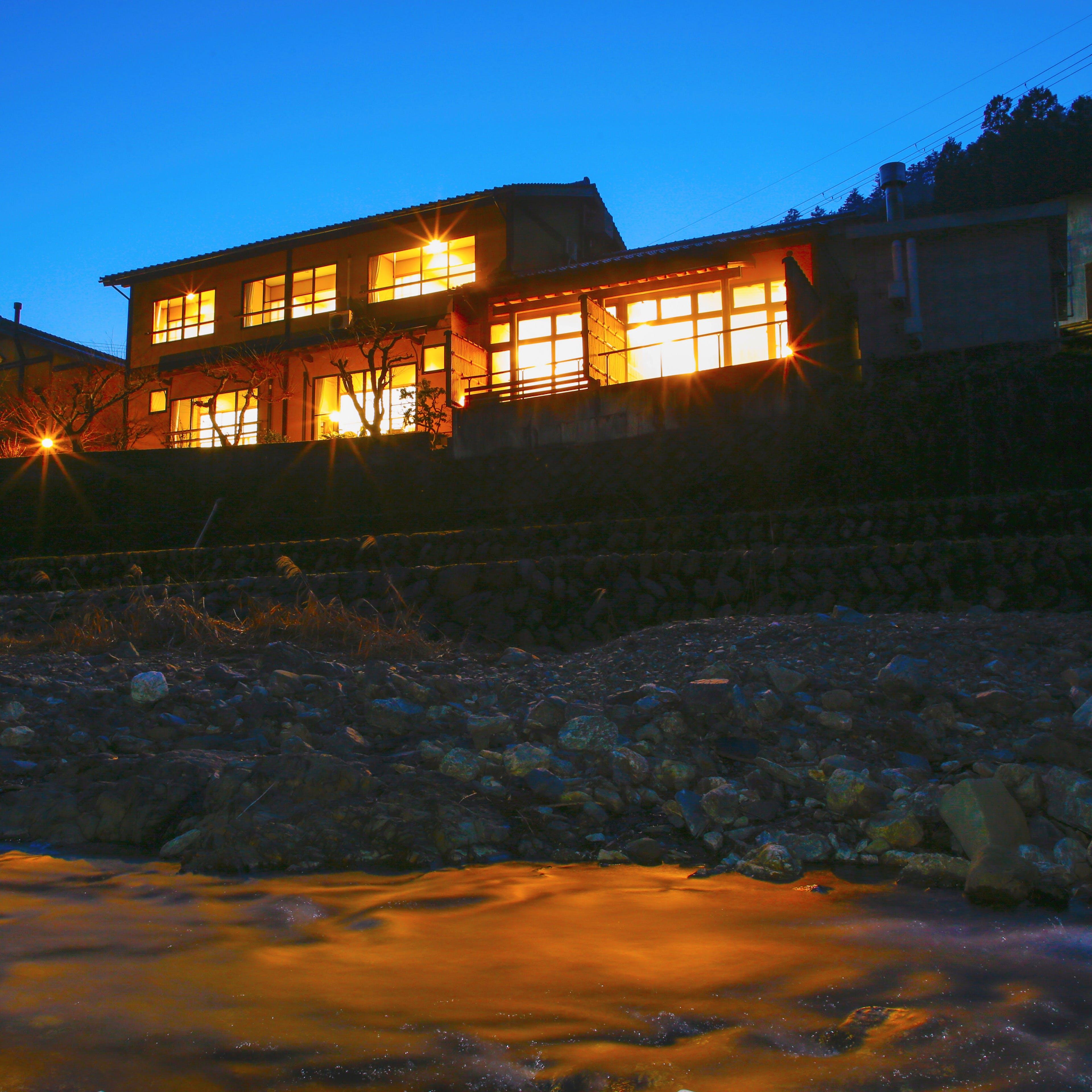 美山川の悠久の流れそのままに110余年、閑静な山間に佇む宿