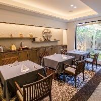 高級感溢れる空間で愉しむ本格中華、個室もご用意しております