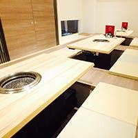 清楚で上質な空間、カフェのようなテーブル個室はお早めに