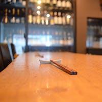 料理とお酒をゆっくり味わう大人の空間