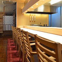 麻ののれんを目印に、京都の食通が通う隠れ家