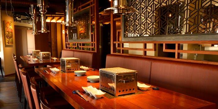 記念日におすすめのレストラン・飛び牛出汁焼肉 舌賛ZESSAN GEMS大門店の写真2