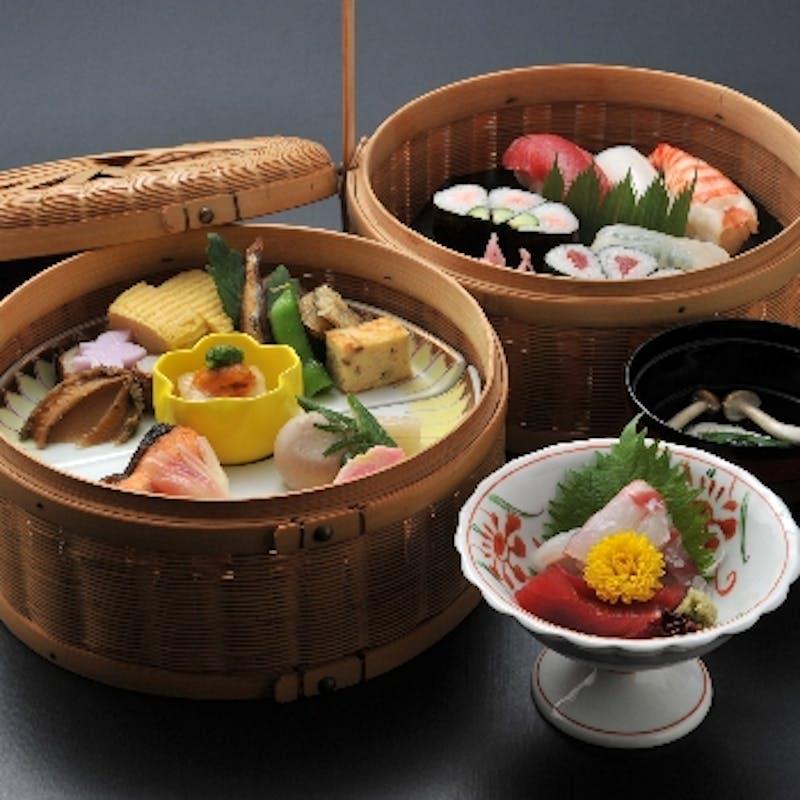 【手かご弁当】天ぷら または お造りが選べる小懐石+デザート付