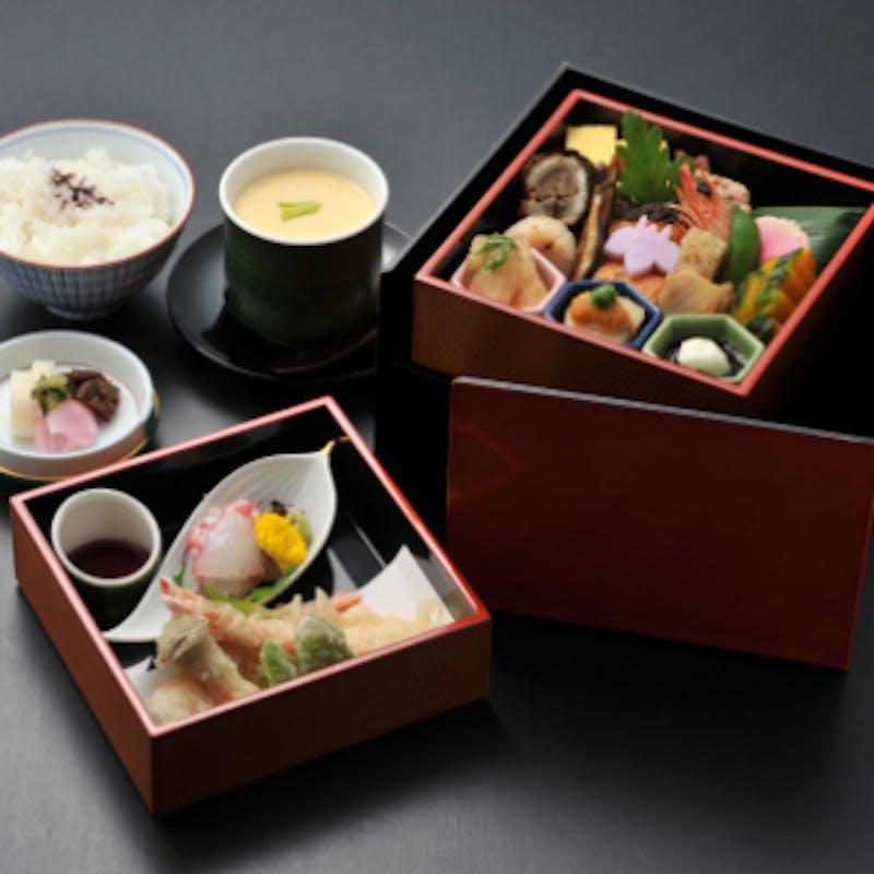 【春慶しゅんけい】二段の贅沢にほっこり…宇治でいただく京弁当+デザート付